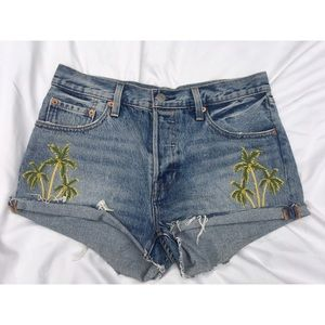 Like new, used Levi's Palm tree shorts